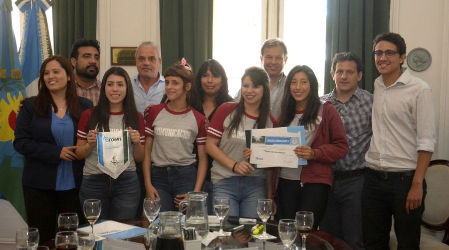 """Se premió a los estudiantes ganadores del concurso """"Jóvenes Innovando"""""""