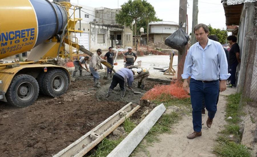 El municipio de Alte. Brown avanza con las obras de asfalto en Glew