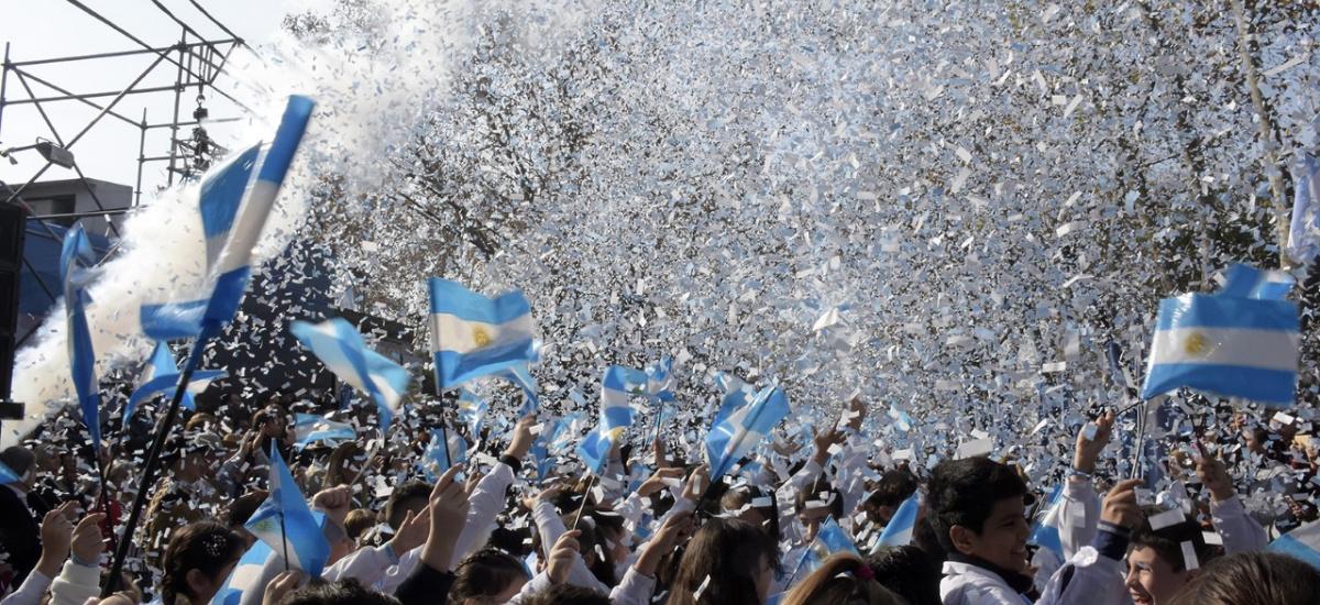 Más de 2 mil alumnos de Brown prometieron lealtad a la bandera en la plaza Belgrano de Burzaco