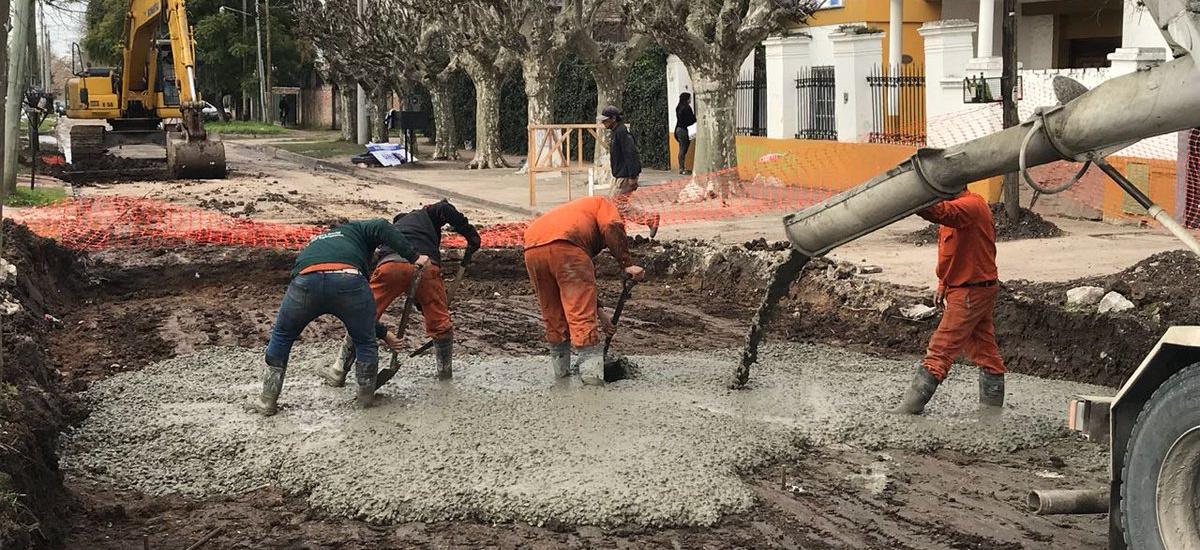Más obras de asfalto y consolidado en barrios y localidades