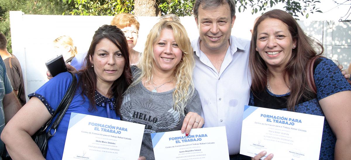 Cascallares entregó diplomas a 500 vecinos que cursaron en los Centros de Formación Profesional del municipio