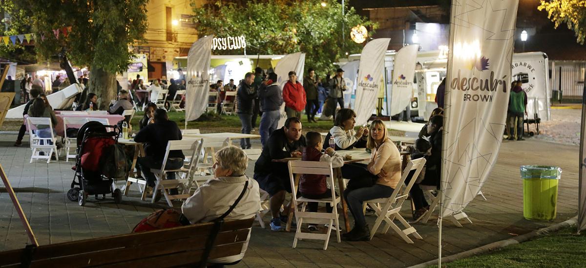 """Con juegos, cine al aire libre, música y food trucks llega a Glew el festival """"Brown a cielo Abierto"""""""