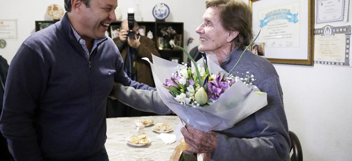 En el aniversario del fallecimiento de Perón, Cascallares distinguió a la enfermera de Evita