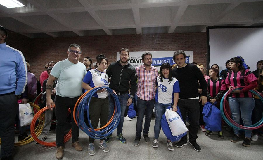 El municipio entregó kits deportivos  a clubes de barrio brownianos