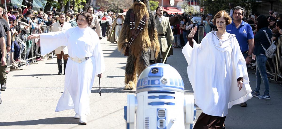 La invasión Star Wars convocó a una multitud que donó 3 mil litros de leche