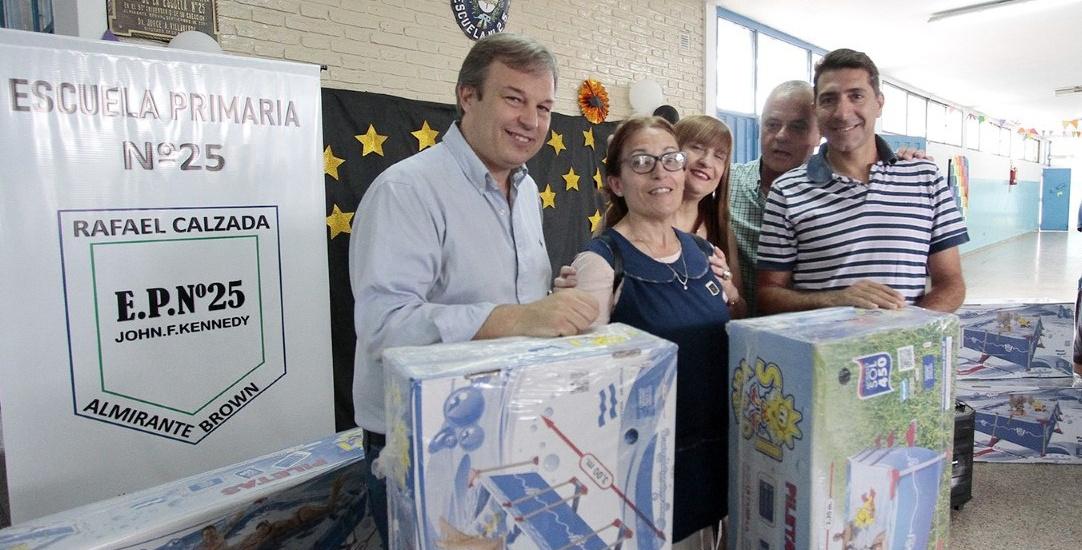 El municipio entregó equipamiento para las escuelas abiertas de verano