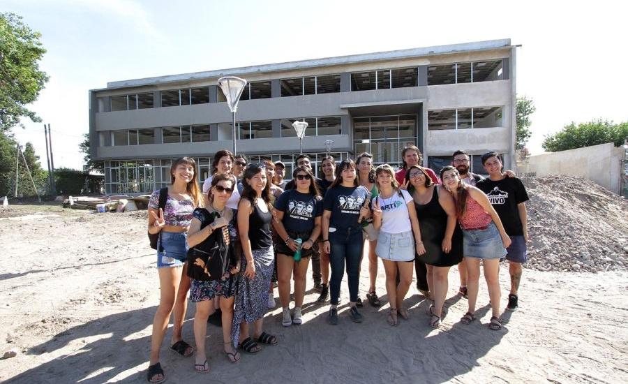 Estudiantes recorrieron la obra municipal del Instituto de Formación Docente Nº 41