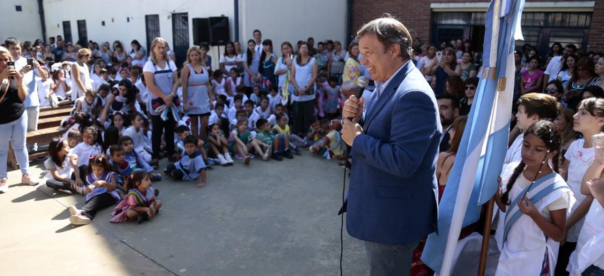 Cascallares presidió inicio del ciclo lectivo en Jardin de infantes y dos escuelas de Solano