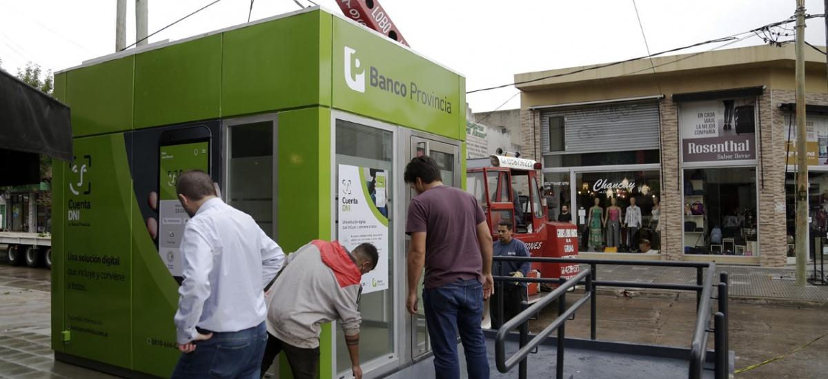 Ya funcionan los nuevos cajeros de Longchamps y se vienen los de Burzaco y Glew