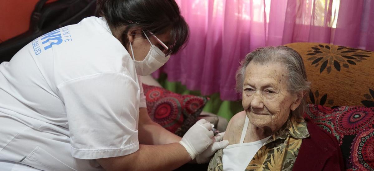 El municipio ya vacuno a 20 mil adultos mayores y hasta a una abuela de 101 años de Don Orione