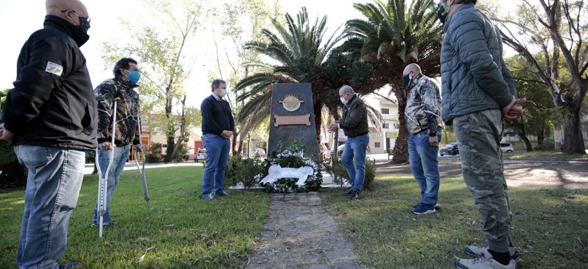 Cascallares junto a ex combatientes en homenaje a los héroes del Crucero General Belgrano