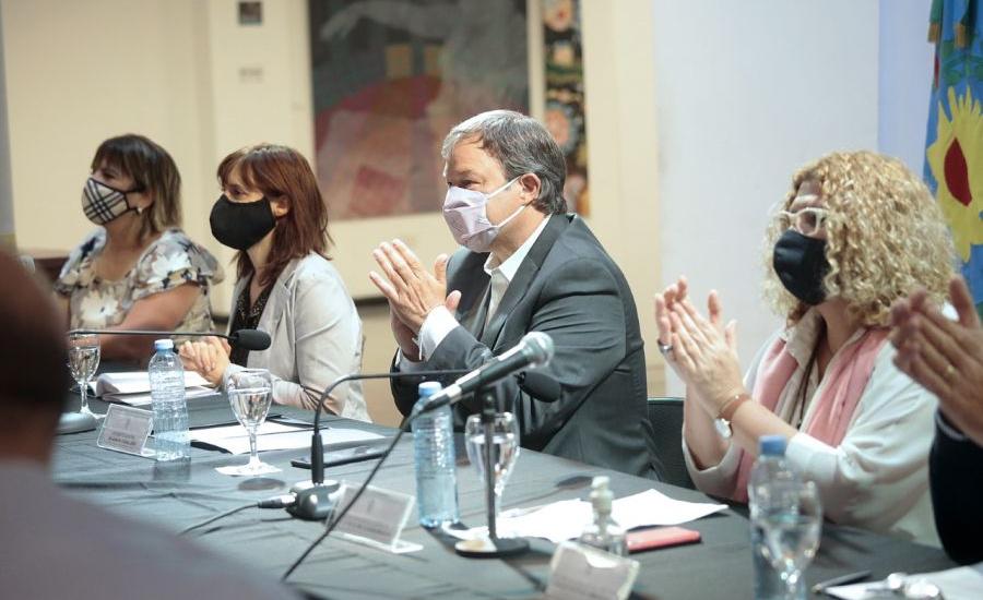 Junto a la ministra Ruiz Malec, Bracchi y Plaini, Cascallares  puso en marcha el I Congreso de Educación
