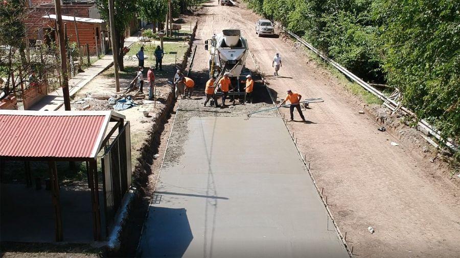 El municipio avanza con las obras de pavimentación en diferentes localidades