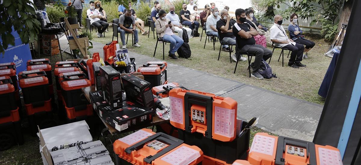 Cascallares entregó kits de herramientas a emprendedores en Rafael Calzada