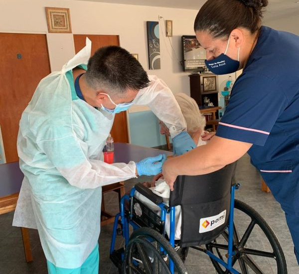 Avanza la vacunación del Pami en residencias geriátricas de Alte Brown