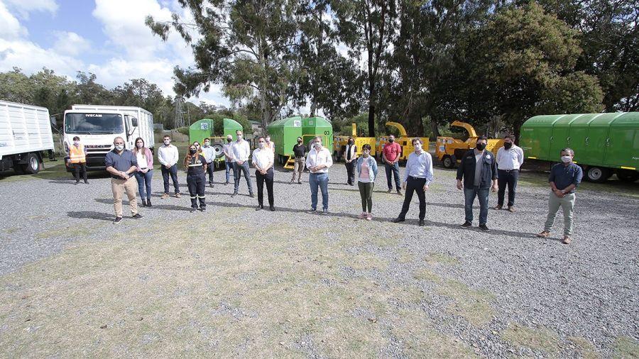 Cascallares y Cabandié entregaron equipamiento para fortalecer la gestión de residuos de Alte Brown