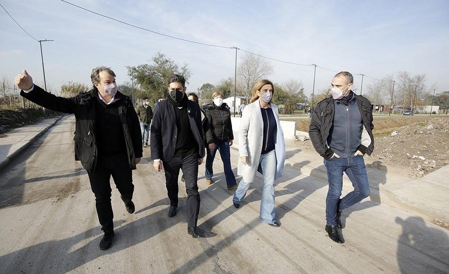 Cascallares, Bianco y Simone recorrieron obras de urbanización en Don Orione