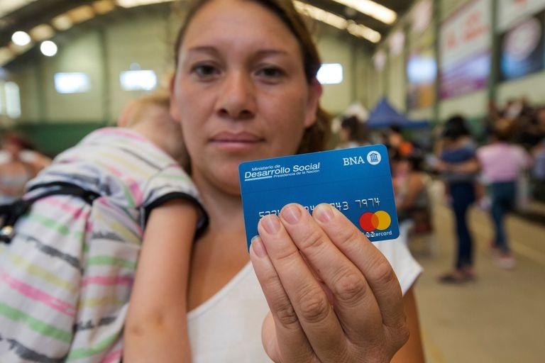 Arranca en Almirante Brown una  nueva entrega de tarjetas Alimentar