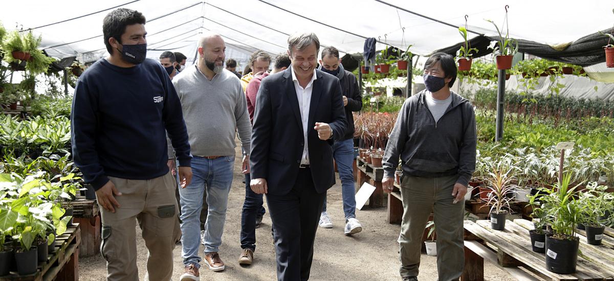 Cascallares recorrió en Longchamps el segundo mercado de plantas más grande de la provincia