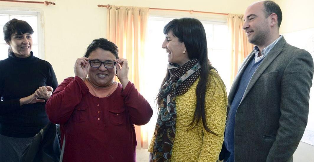 Vecinos de Brown tienen sus anteojos con ayuda del municipio