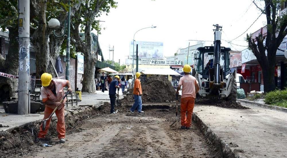 Trabajos de mantenimiento vial en Claypole y San José