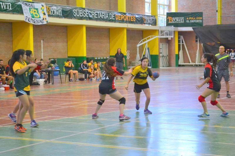 Comienza en Brown la liga metropolitana de handball