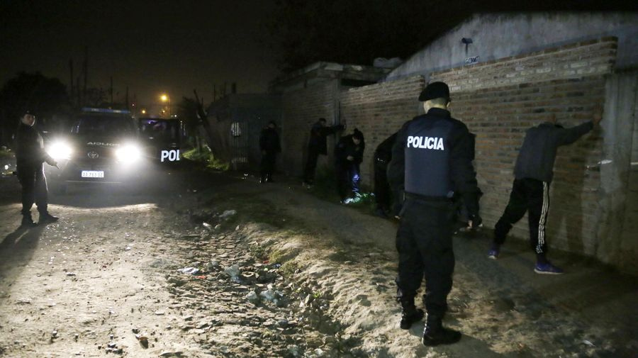 Alte. Brown: en megaoperativo policial detienen a 25 sospechosos y secuestran drogas y armas