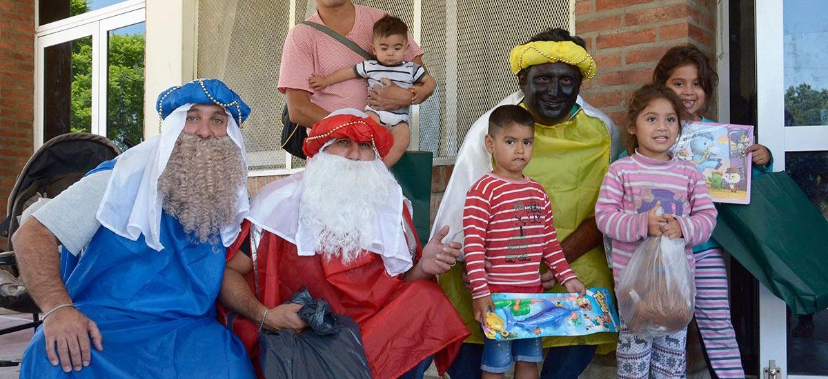 Los reyes magos llevaron alegría a los chicos internados en el Oñativia y el Meléndez