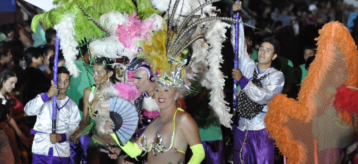 Cascallares junto a los vecinos en el Desfile de Murgas y Comparsas del Carnaval 2016