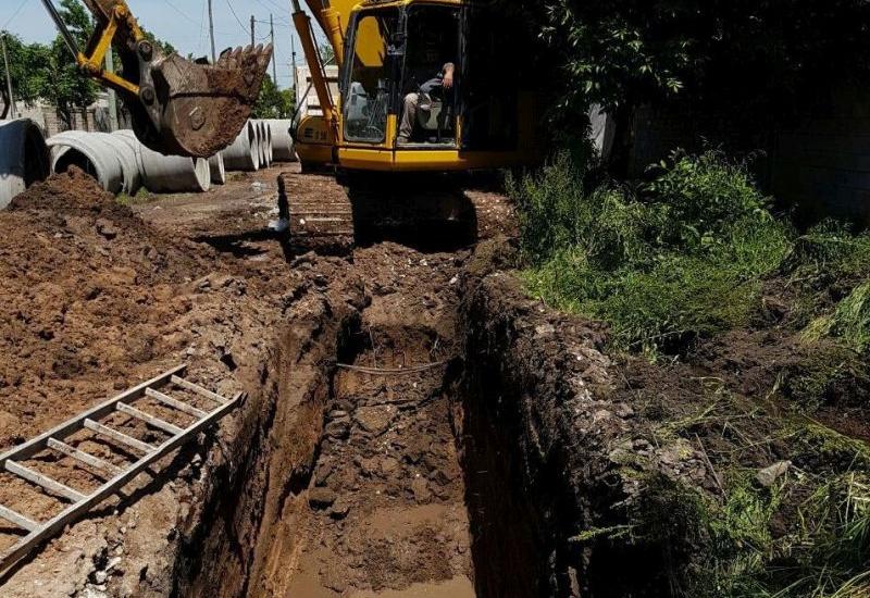 Avanza la pavimentación de Laprida y construyen desagües complementarios