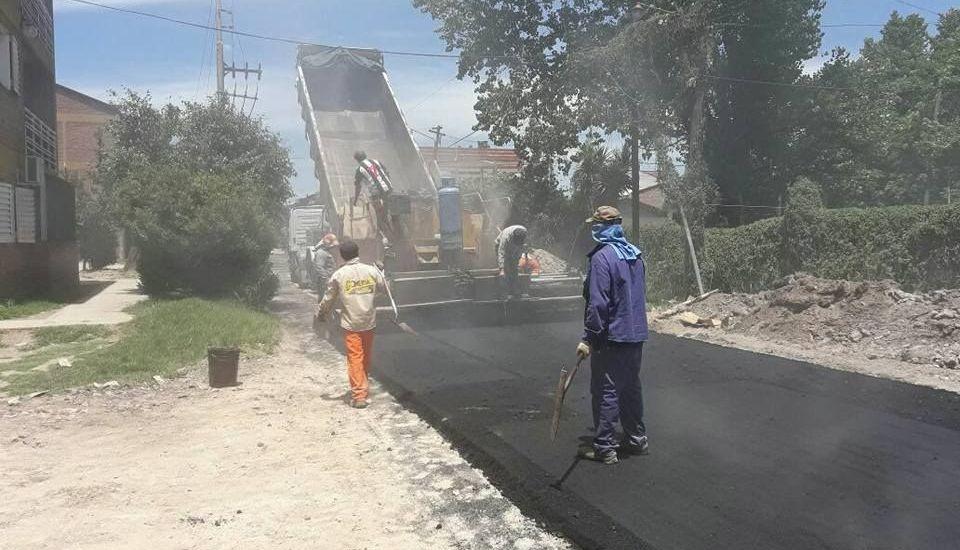 Repavimentaron el acceso al barrio municipal de Longchamps