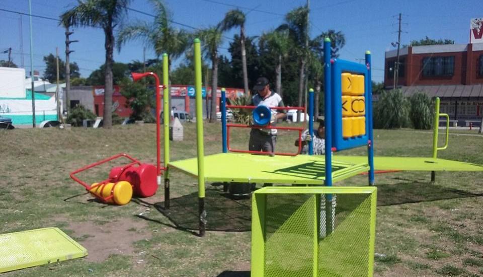 Longchamps: el municipio instala juegos integradores y pone en valor la plaza Giacchetti