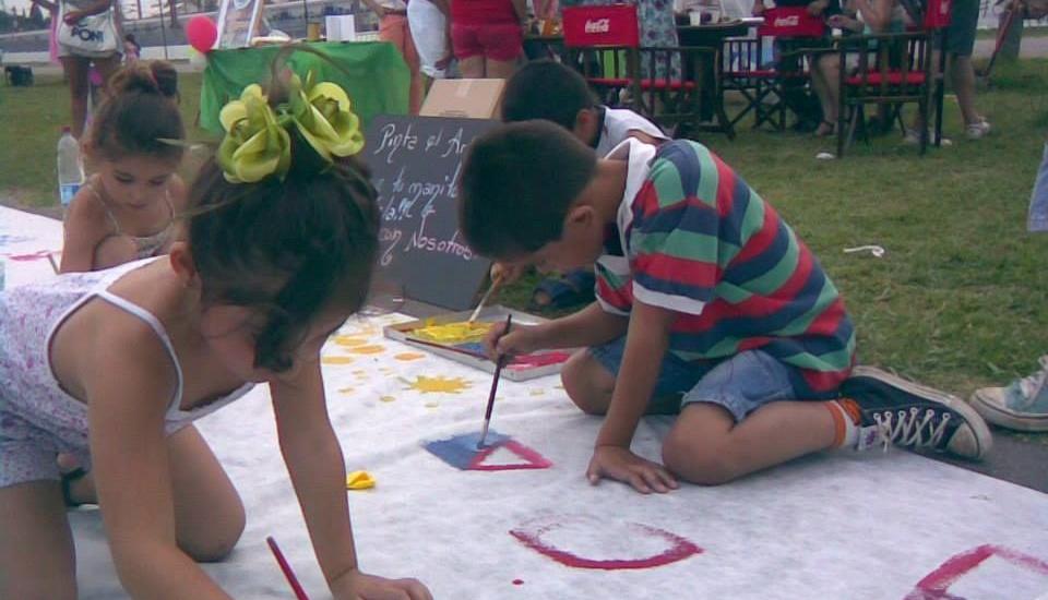Más de 9 mil vecinos participan de los 190 talleres culturales descentralizados de Brown