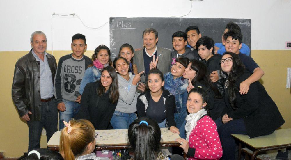 Cascallares visitó obras del municipio en la secundaria n° 45 de Longchamps