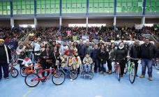 Día del niño y la niña: Cascallares entregó bicicletas y regalos a 500 instituciones