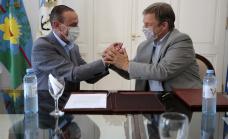 """Cascallares firmó convenio para construir un paso bajo nivel en la rotonda """"Los pinos"""""""