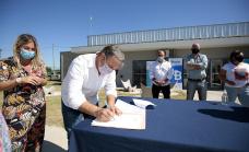 Cascallares encbezó la firma de cien escrituras para familias de Glew