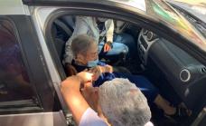 En Alte.Brown vacunan en los autos a personas con movilidad reducida